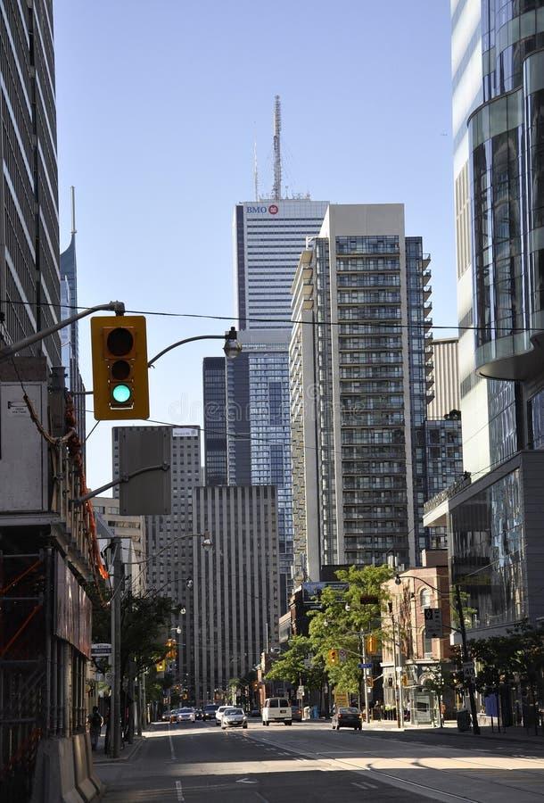 Toronto, el 24 de junio: Opinión de la calle en el distrito financiero de Toronto de la provincia de Ontario en Canadá imagenes de archivo