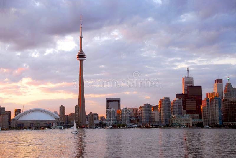 Toronto en la puesta del sol fotografía de archivo libre de regalías