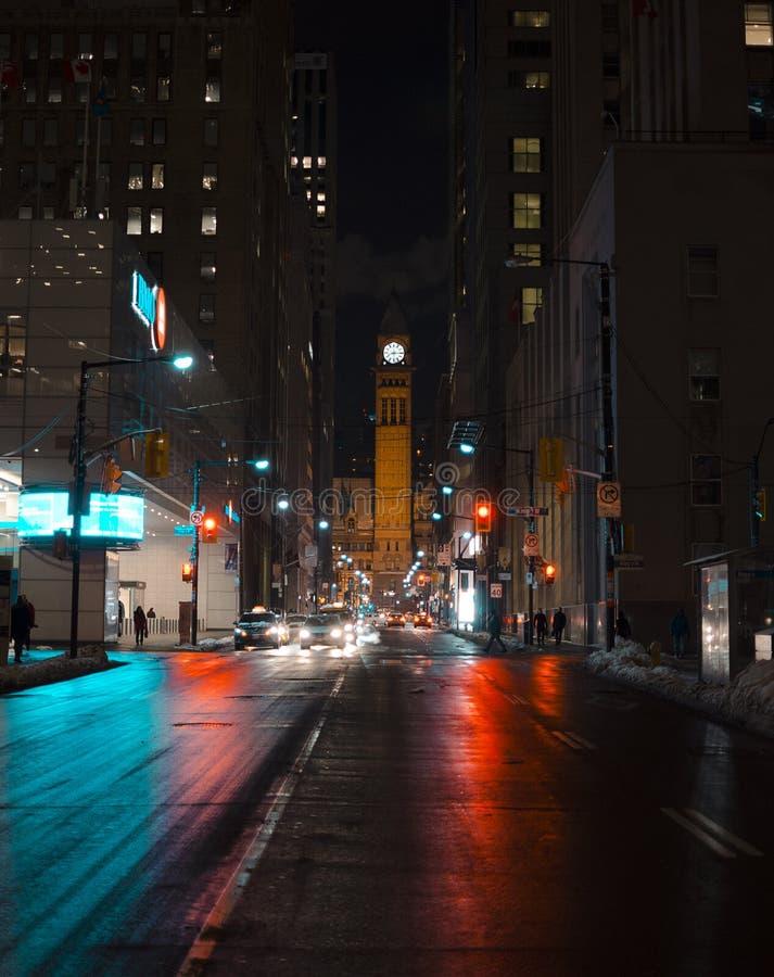 Toronto gammalt stadshus på natttapeten arkivbild