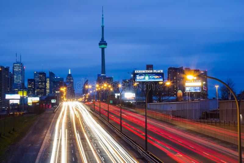 Toronto Gardiner Expressway del este y la ciudad fotografía de archivo libre de regalías