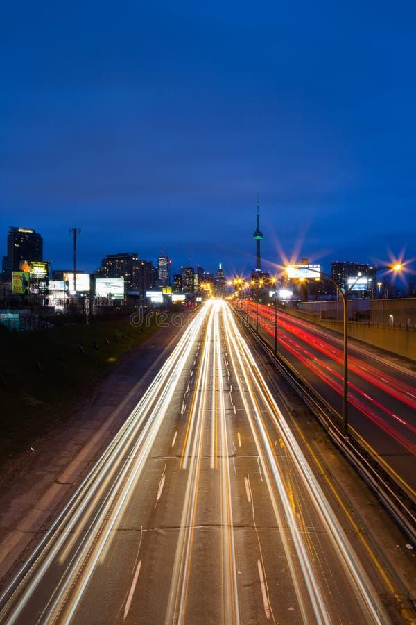 Toronto Gardiner Expressway del este y la ciudad imagen de archivo libre de regalías