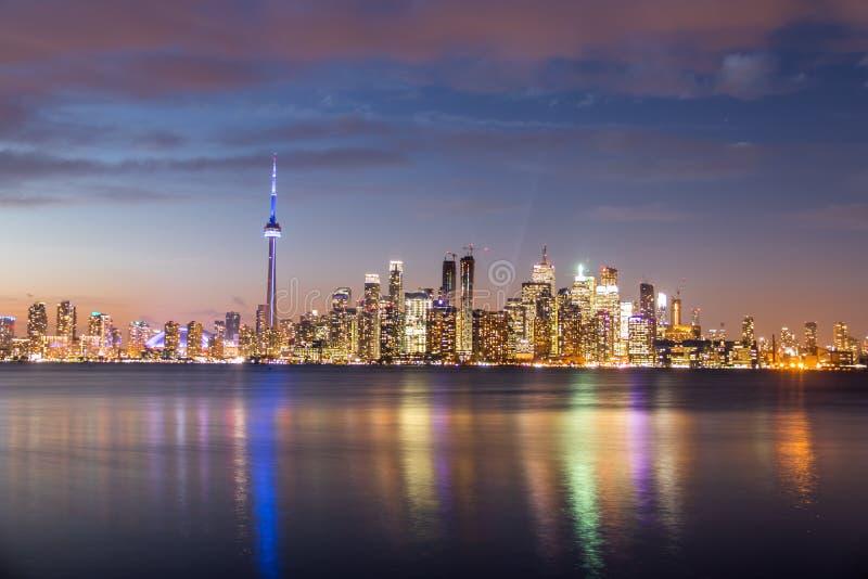 Toronto horisont på natten - Toronto, Ontario, Kanada royaltyfria bilder