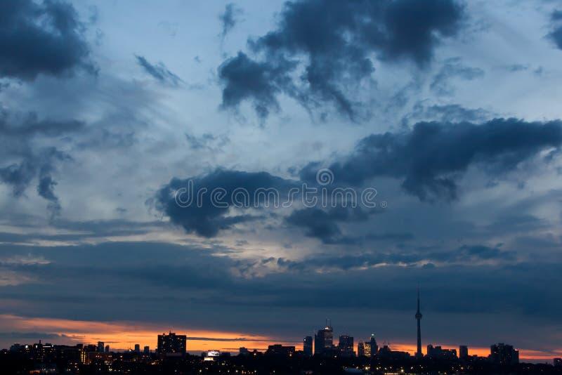 Toronto horisont på soluppgången arkivfoto
