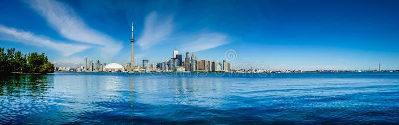 Toronto horisontpanorama med Lake Ontario royaltyfri fotografi