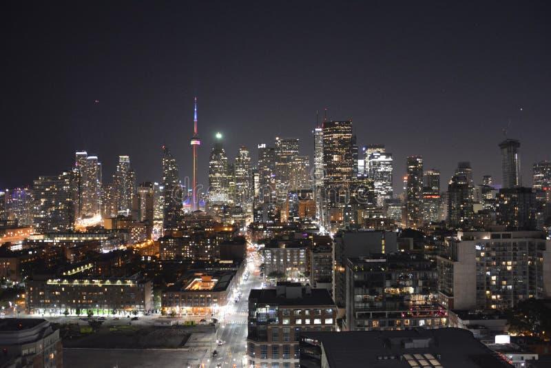 Toronto i stadens centrum horisont i natten royaltyfri bild