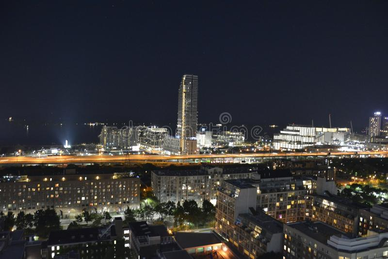 Toronto i stadens centrum horisont i natten royaltyfria foton