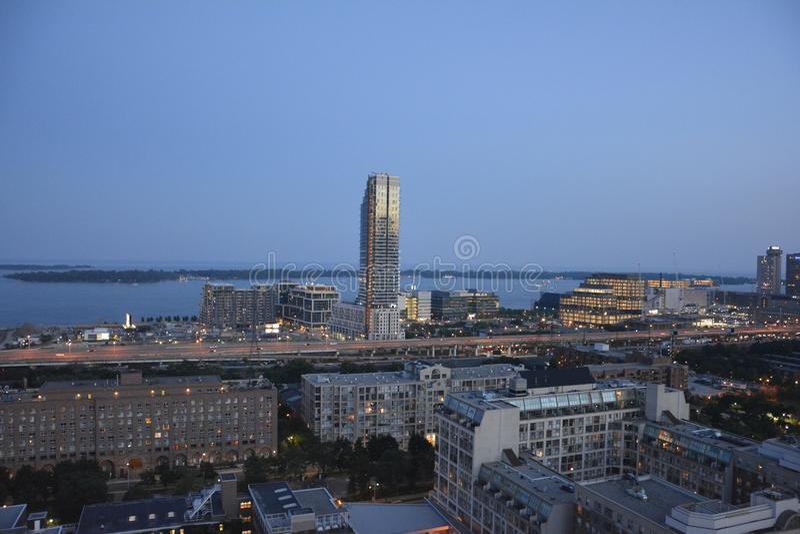 Toronto i stadens centrum horisont på skymning arkivfoto