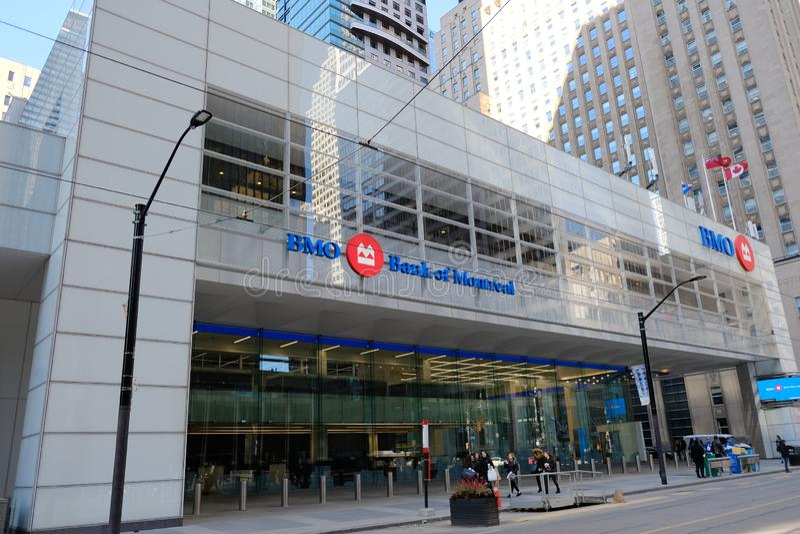 Toronto Kanada - ingång av BMO banken av den Montreal huvudkontoret i Toronto's det finansiella området Kanadensisk multinat royaltyfria bilder
