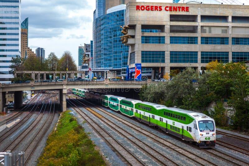 Toronto KANADA - November 10th, 2018: Grön hastighet GÅR drevet under den Rogers Canter sportarenan arkivbild