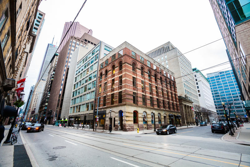 Toronto Kanada Tränga någon konungen St E och Toronto St-citylife royaltyfri fotografi