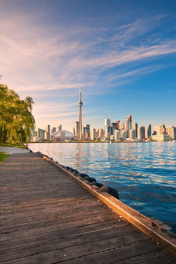 Toronto linia horyzontu nad Ontario jeziorem obraz royalty free