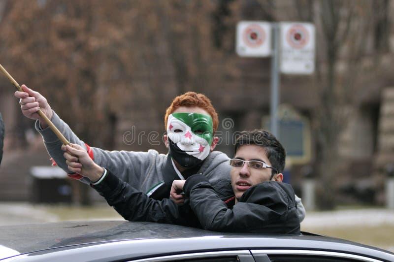 Sammeln Sie, um 2 Jahre der syrischen Revolution in Toronto zu markieren stockfotos