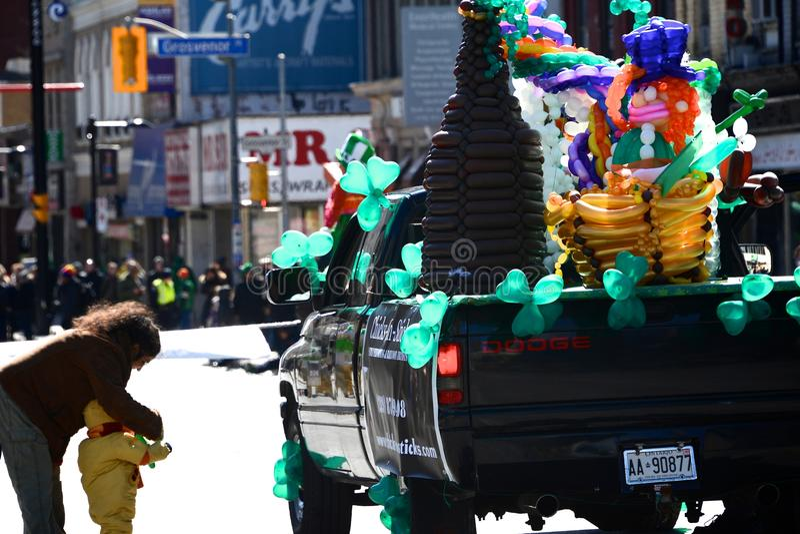 Défilé annuel de jour du St Patrickâs de Toronto images stock