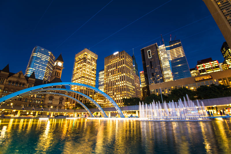 Toronto Nathan Phillips Square Ontario Canada du centre 150 ! images stock