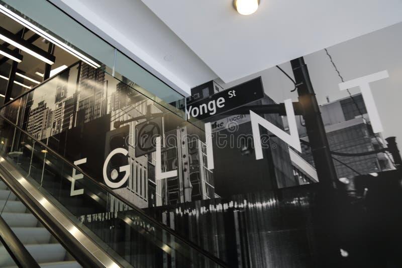 Toronto, Ontario, Canada 20 avril 2018 : Yonge nouvellement construit et E photos stock