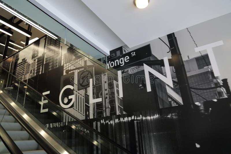 Toronto, Ontario, Canada-20 Kwiecień, 2018: Niedawno budujący Yonge i E zdjęcia stock