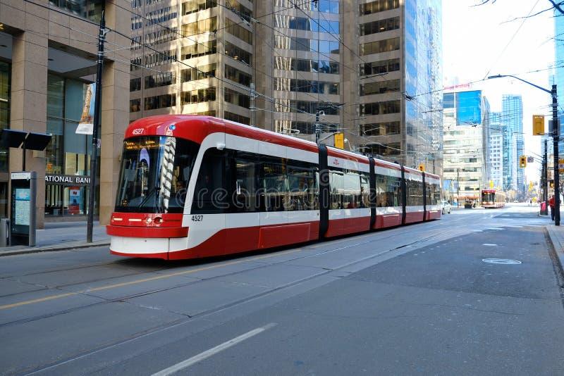 TORONTO, ONTARIO, CANADA - 23 marzo 2019 - transito pubblico di Toronto TTC - trasporto pubblico nel centro urbano del centro str immagini stock