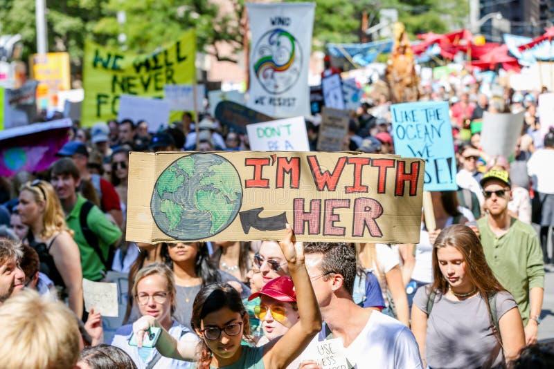 TORONTO, ONTARIO, CANADA - 27 SEPTEMBRE 2019 : 'Le vendredi pour l'avenir', manifestation contre le changement climatique The photos libres de droits