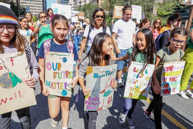 TORONTO (ONTARIO), CANADA - 27 SEPTEMBRE 2019 : Manifestation contre le changement climatique du vendredi au lendemain photo libre de droits