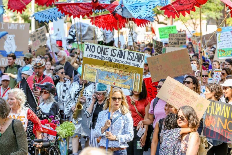 TORONTO, ONTARIO, CANADA - 27 SEPTEMBRE 2019 : Manifestation contre le changement climatique du vendredi au lendemain images libres de droits