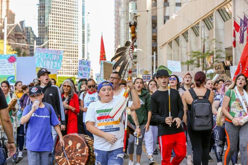 TORONTO, ONTARIO, CANADA - 27 SETTEMBRE 2019: 'Venerdì per il futuro' protesta contro il cambiamento climatico fotografia stock libera da diritti