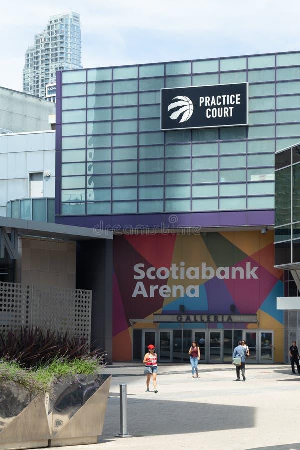 Toronto Ontario/Kanada - Juli 20 2018: I stadens centrum Toronto för Scotiabank arenaSignage facklig station royaltyfri bild