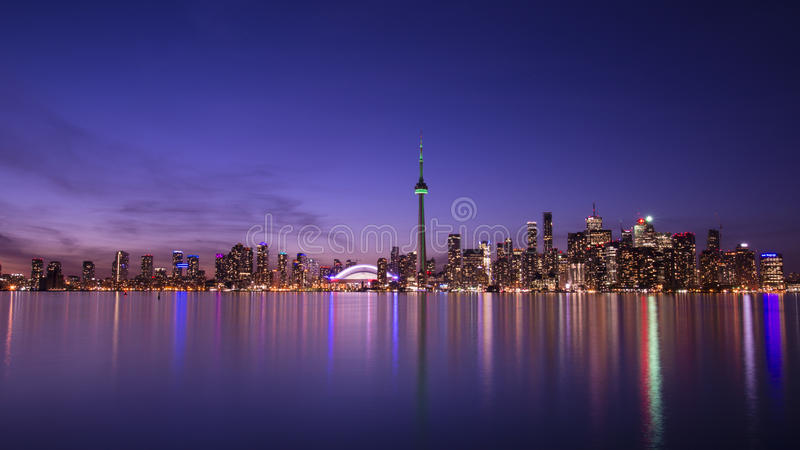 Toronto på natten fotografering för bildbyråer