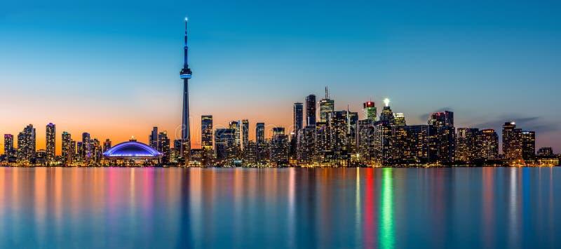Toronto panorama przy półmrokiem zdjęcie royalty free