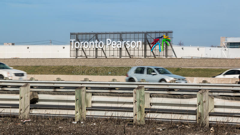 Toronto Pearson Airport Sign Highway 401 fotografia stock