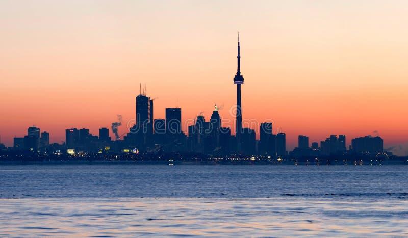 Toronto-Skyline an der Dämmerung lizenzfreies stockbild
