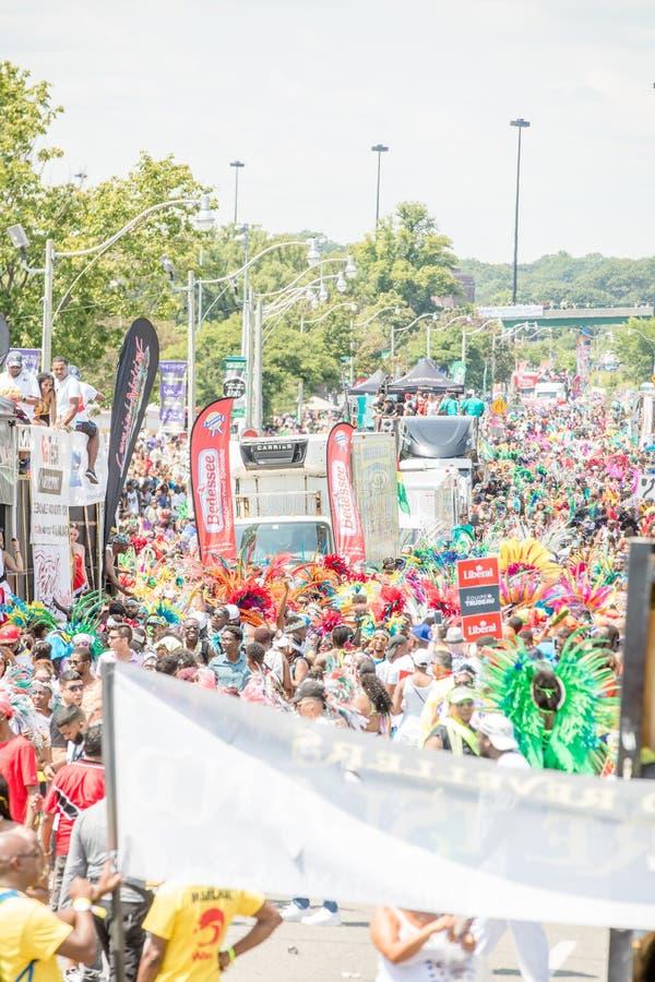 Toronto ståtar den karibiska karnevaltusen dollar - Toronto, Kanada - Augusti 3, 2019 royaltyfria bilder