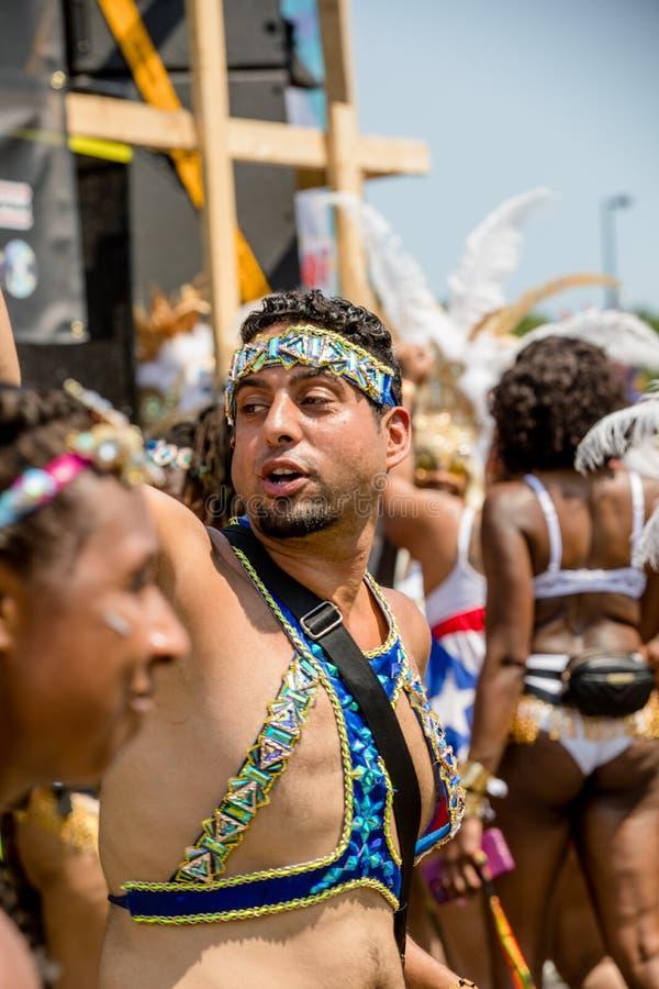 Toronto ståtar den karibiska karnevaltusen dollar - Toronto, Kanada - Augusti 3, 2019 royaltyfria foton