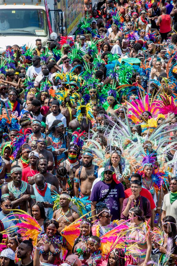 Toronto ståtar den karibiska karnevaltusen dollar - Toronto, Kanada - Augusti 3, 2019 royaltyfri foto