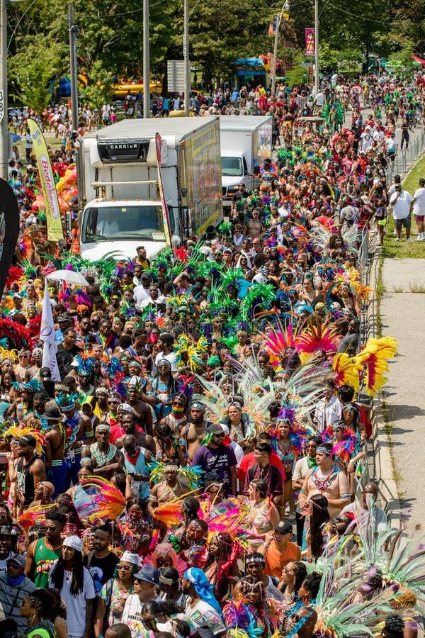 Toronto ståtar den karibiska karnevaltusen dollar - Toronto, Kanada - Augusti 3, 2019 royaltyfri bild