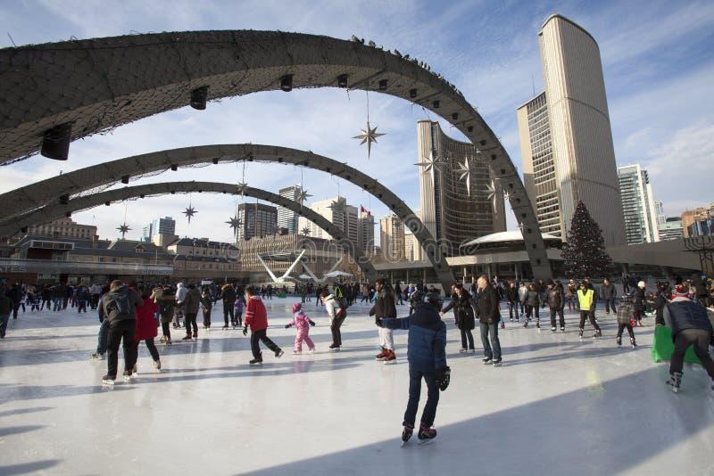 Toronto stadshus eller nytt stadshus Åka skridskor isbanan Kanada arkivbild