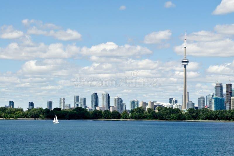 Toronto-Ufergegendskyline und -boot stockfoto