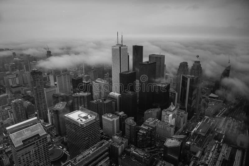 Toronto van de binnenstad in mist stock fotografie
