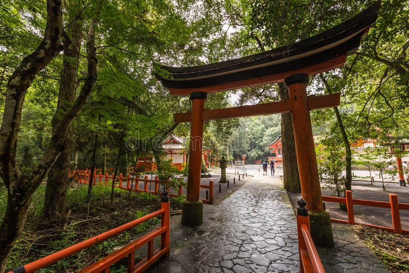 Toros vermelhos no santuário dos EUA Jingu, Oita, Japão imagens de stock royalty free