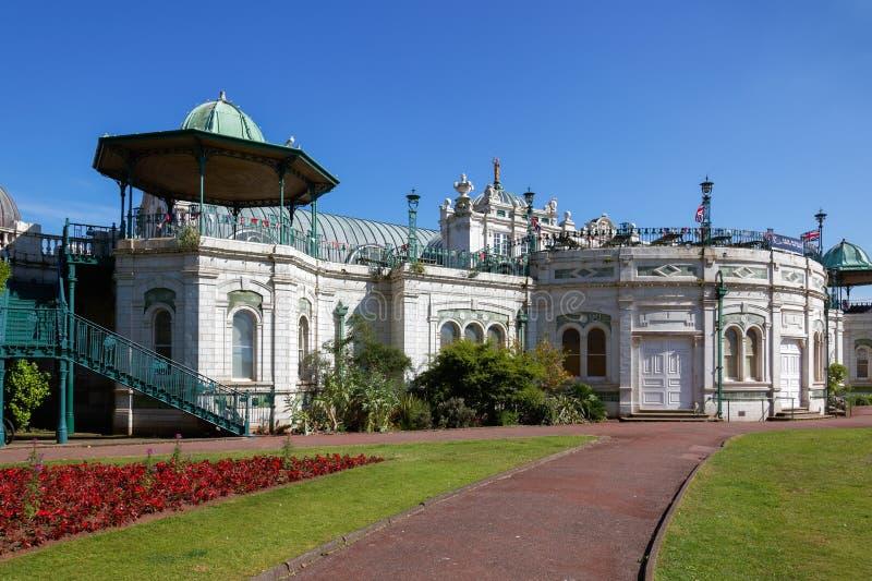 TORQUAY DEVON/UK - JULI 28: Paviljongen och prinsessan Gardens fotografering för bildbyråer