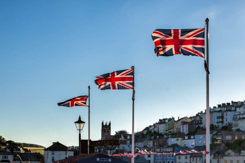 TORQUAY, DEVON/UK - LIPIEC 28: Zrzeszeniowa dźwigarka zaznacza latanie w Torquay fotografia stock