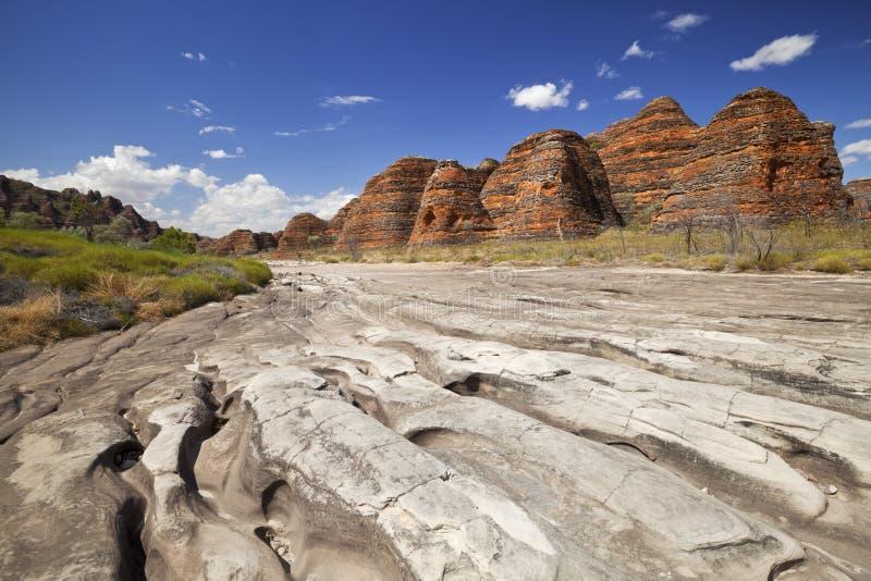 Torr flodbädd i Purnululu NP, västra Australien royaltyfri bild
