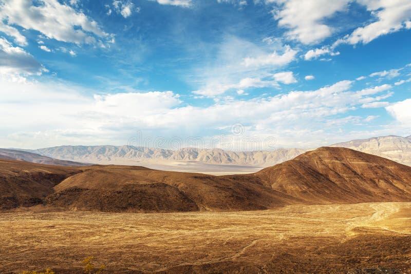 Torr jord och sandstons, Death Valley nationalpark royaltyfri fotografi