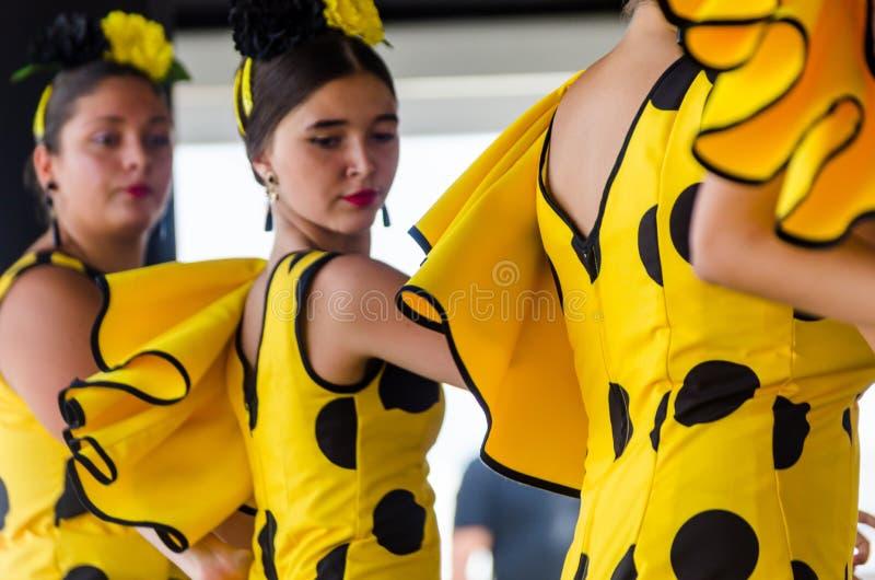 TORRE跳舞对的DEL MAR,西班牙- 2018 7月22日,青年人 免版税库存照片