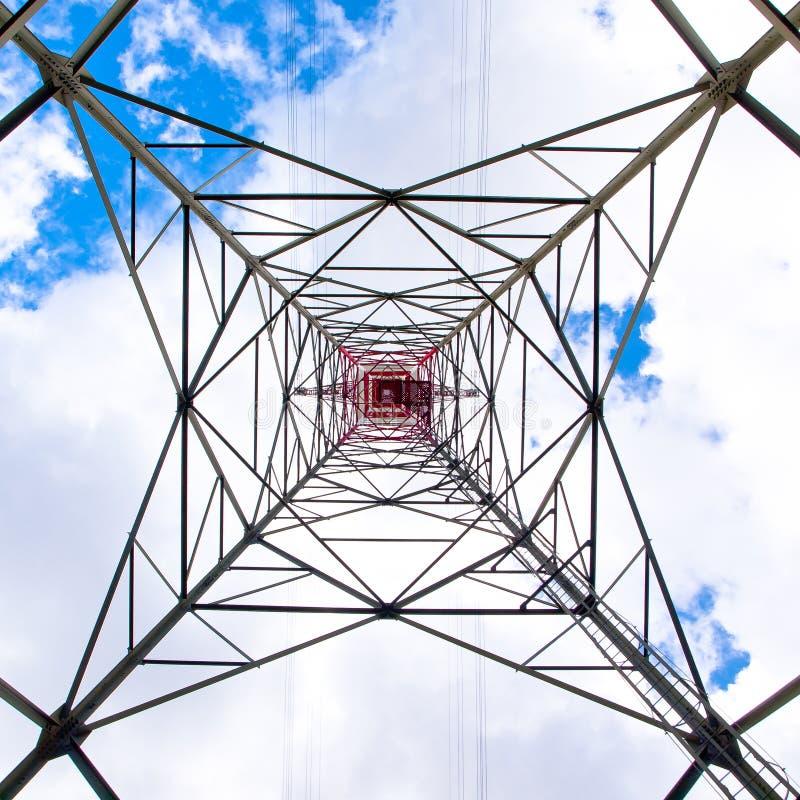 Download Torre ad alta tensione fotografia stock. Immagine di generatore - 30827604
