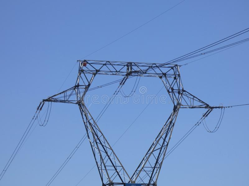 Torre ad alta tensione per trasportare elettricità fotografie stock libere da diritti