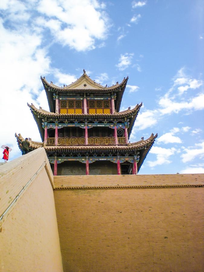 Torre adornada en la fortaleza de Jiayuguan, China fotos de archivo