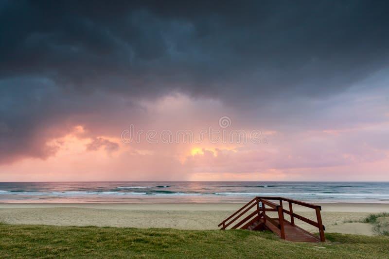 Torre alla notte, la Gold Coast Australia della pattuglia del bagnino fotografia stock
