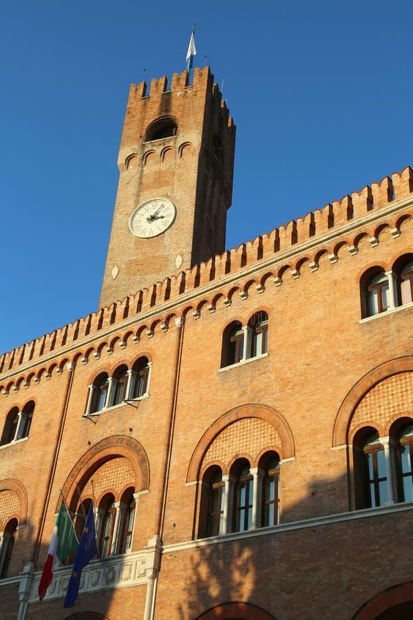 Torre alta do palácio dos três cem no sinal do dei da praça imagem de stock