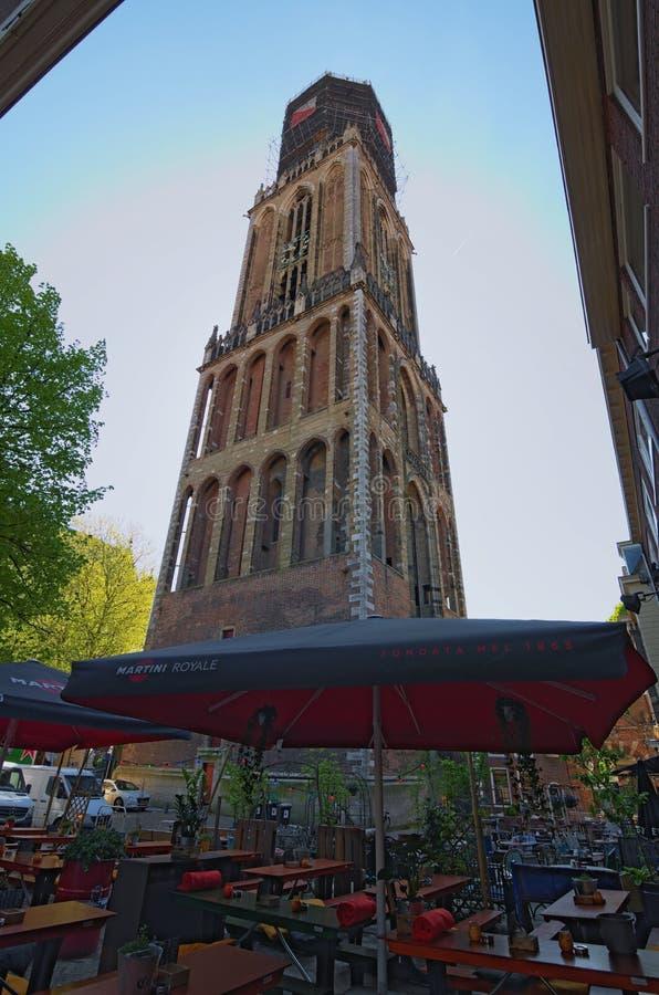 Torre antica della st Martins Cathedral al giorno soleggiato Dom Tower è la torre di chiesa più alta dei Paesi Bassi fotografia stock libera da diritti
