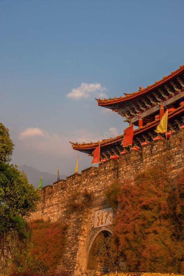 Torre antiga da porta da cidade de Dali imagem de stock royalty free